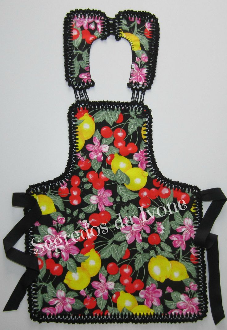 AC25- Confecção de remate em crochet em avental, partindo de um pano de loiça