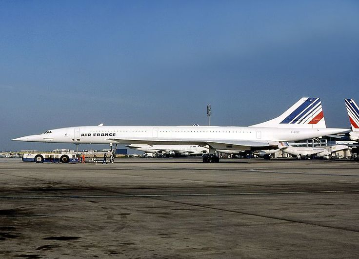 Vuelo 4590 de Air France: el trágico accidente del Concorde Este es el Concorde del accidente en una imagen tomada en 1985 quince años antes del accidente. Tal día como hoy 25 de julio en 2000 un Concorde de Air France tenía un accidente durante su despegue del parisino aeropuerto De Gaulle. Poco después de elevarse el avión se precipitó al suelo quedando envuelto en llamas. Murieron sus 100 pasajeros así como los 9 miembros de la tripulación. Además perecieron otras 4 personas en tierra…