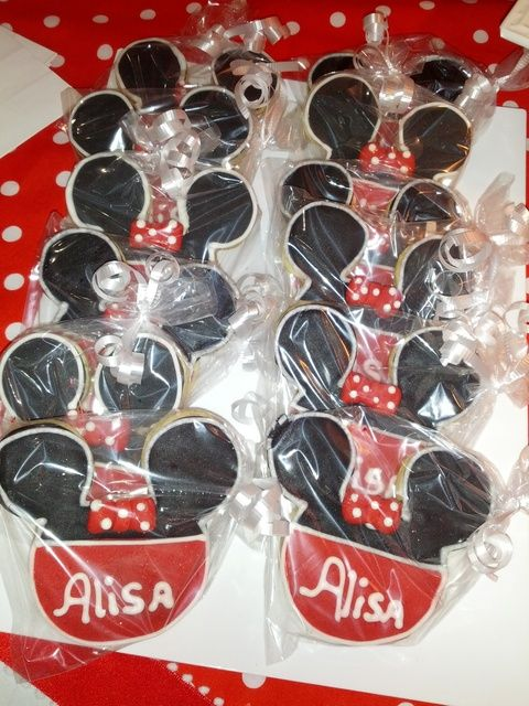Cookies at a Minnie Mouse Party #minniemouse #cookies