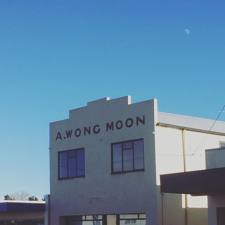 The moon over the Moon building  #miltonnz #otago