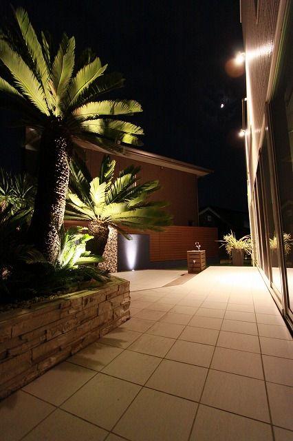 室内からの景観、実用性を考えたテラススペース。 #lightingmeister #instagram #LOVE #follow #instagood #instalove #gardenlighting #outdoorlighting #exterior #garden #light #house #home #Landscape #practicality #terrace #space #tropicalresort #palmtree #lookoutthewindow #景観 #実用性 #テラス #スペース #南国リゾート #ヤシの木 #家 #窓の外を見る Instagram https://instagram.com/lightingmeister/ Facebook https://www.facebook.com/LightingMeister