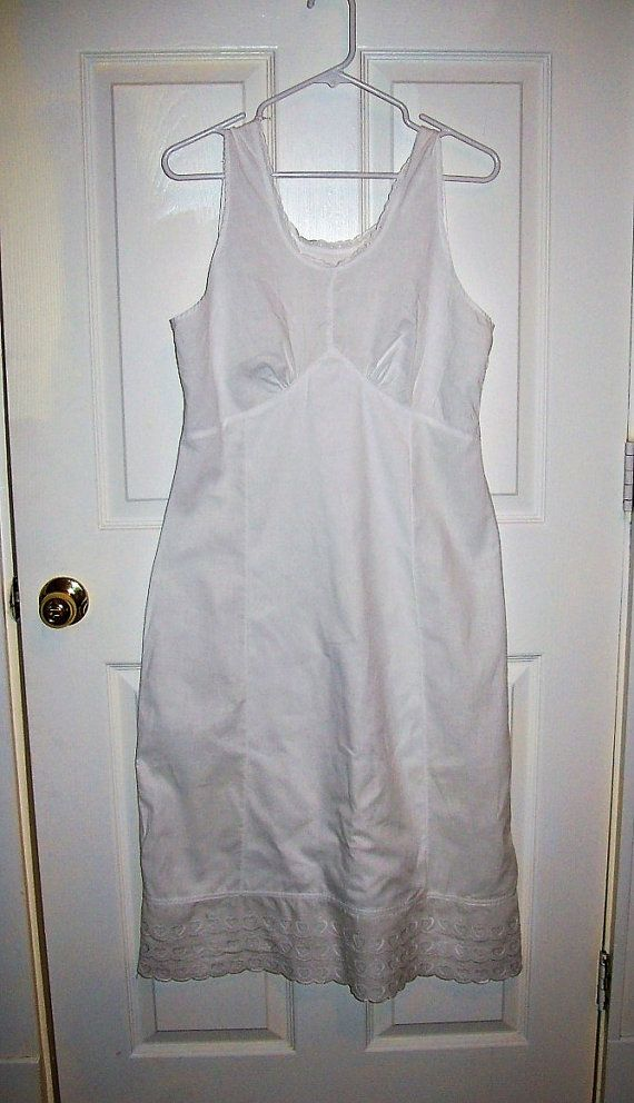 (seams/darts) Vintage 1930s Ladies White Cotton Slip w/ Eyelet Lace Trim Medium Only 15 USD