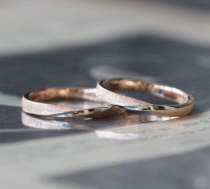 ピンクゴールドのマリッジリング ひねりの中心ラインにプラチナを入れてコンビカラーでお仕立て。  結婚指輪,ピンクゴールド,marriage,wedding,ring,bridal,pink,gold,K18PG