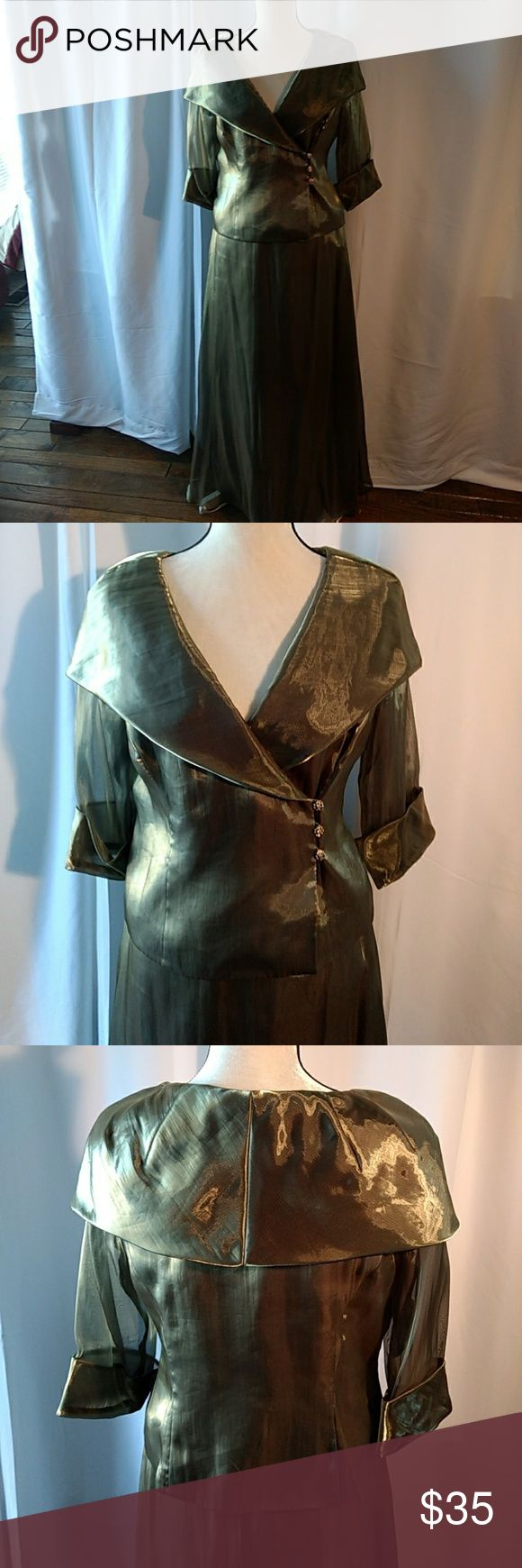 Alex Evening Petite Gorgeous Evening Wear Absolutely gorgeous chiffon two piece evening outfit. Lightweight, excellent condition NSH, great for  New Year's Eve or Christmas Day! Look stunning in this for a fraction of original cost. Alex Evenings Other