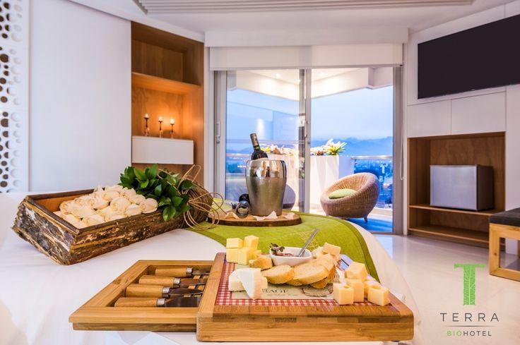 En #TerraBiohotel encontrarás un espacio saludable, regido por principios de eco-eficiencia, con altos estándares de calidad y de confort en donde se propicia el descanso y la relajación y se incentiva la adopción de prácticas y de hábitos más respetuosos con el medio ambiente.