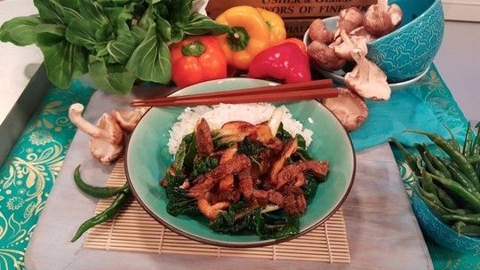 Chilli pepper beef with mushrooms and pak choi