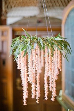 This looks like a lovely idea for a DIY- chandelier made of laurel leaves and peach narcissus flowers