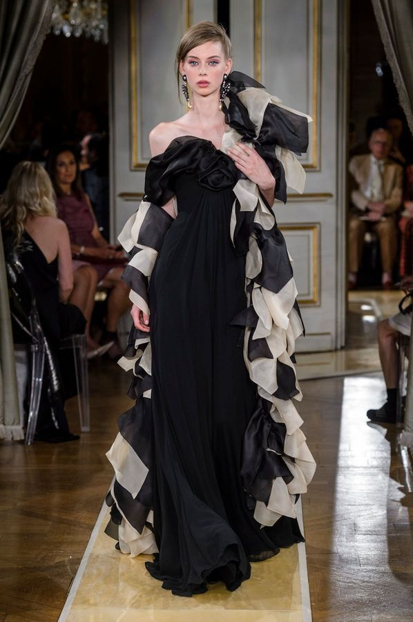 0289c7d366dff6 Défilé Giorgio Armani Haute Couture Automne-hiver 2018/2019 - Paris in 2019  | fashion | Armani prive, Giorgio armani, Fashion