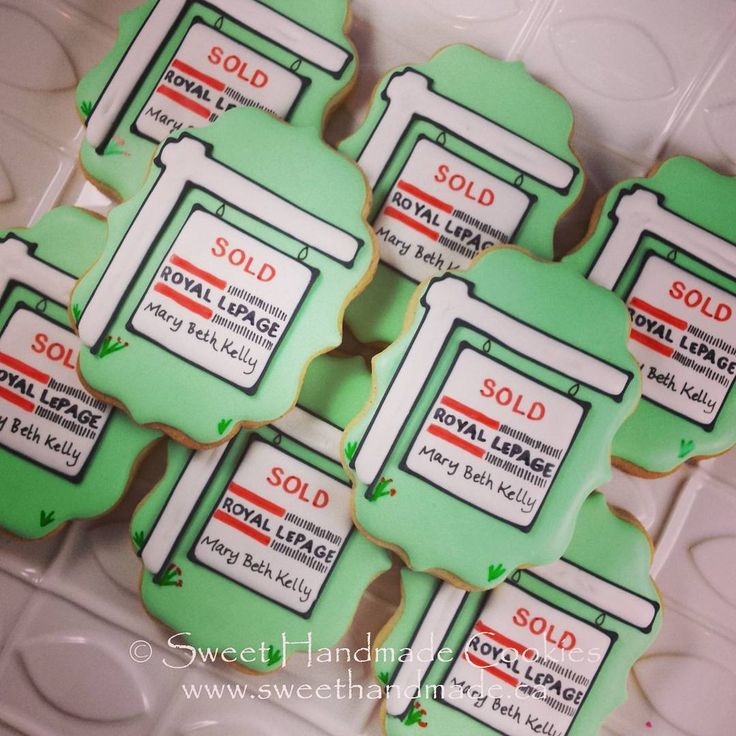 Real estate cookies.  The market is red hot in my town, the signs are popping up like weeds!  #sweethandmadecookies #customcookies #decoratedcookies #designercookies #cookies #bradfordontariocookies #torontocookies #torontodecoratedcookies #gtacookies #gtadecoratedcookies #royallepage #royallepagecookies #realestatecookies #marybethkellyrealtor