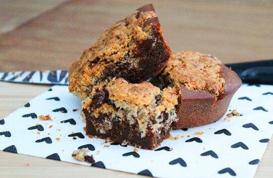 Vandaag een extra recept om te vieren dat we live staan: kokos brownies. We stellen ons niet aansprakelijk voor eventuele verslavingsverschijnselen!