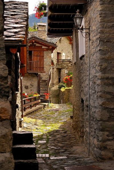 Ancient Street, Torgron, Italy   photo via liveto