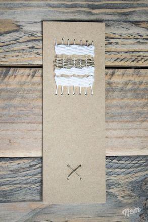 Marque-page composé d'un papier cartonné 100% recyclé et fabriqué en France et d'un tissage de coton, de laine et de ficelle de lin. Le tissage est fait-main, ce qui fait de c - 14634905