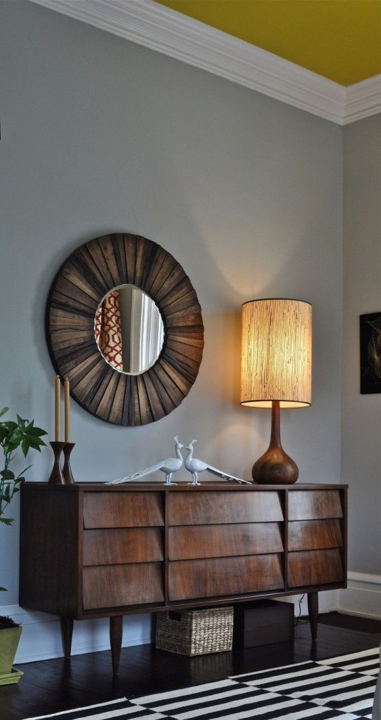 Amazing round mirror. See more inspirations at:http://www.brabbu.com/en/inspiration.php