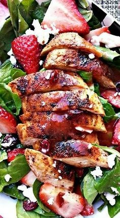 Blackened Chicken and Strawberry Salad http://www.1502983.talkfusion.com/es/products/