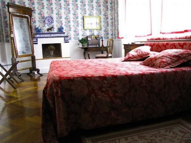 Best BEDROOMS Images On Pinterest Ideas For Bedrooms - Bright red color activating romance accentuating bold bedroom designs