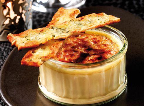 Chauffez le lait et le Sauternes.Mixez le foie gras en morceaux et le liquide chaud dans un Blender.Ajoutez les œufs et assaisonnez.Filtrez dans une p