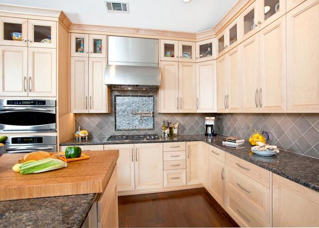 Maple Kitchen With Upper Display Cabinets So Much Nicer Than Soffits Kitchen Design Ideas