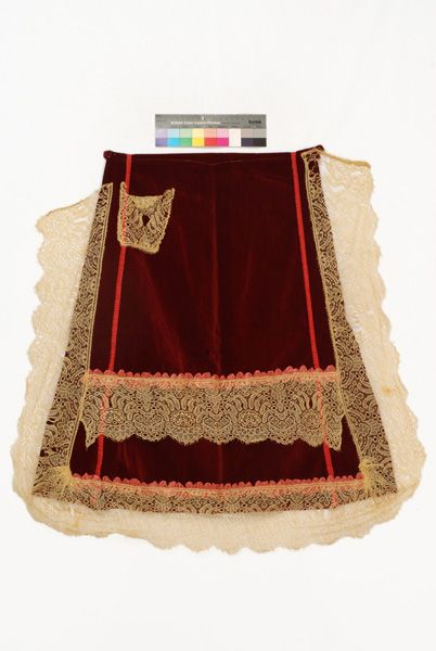 """Apron or """"brostela"""" from Goura in the Prefecture of Corinthia / Ποδιά ή μπροστέλα από την Γκούρα Κορινθίας © Lyceum Club of Greek Women."""