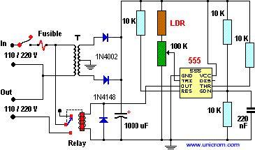 Luz nocturna de encendido automático utilizando un 555 - El 555 se comporta como un comparador. Cuando la entrada (voltaje) del pin # 2 (TRI) esté por debajo de un nivel que es necesario para disparar el temporizador, la salida (# 3, OUT) pasará a nivel alto activando el relé que conectará a su vez la lámpara que dará la Luz