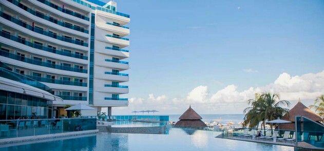 Hotel Las Americas Torre Del Mar – Cartagena de Índias, Colômbia  Reserve seu quarto, aqui (http://www.booking.com/hotel/co/las-americas-torre-del-mar.html?aid=826067)  No coração desse paraíso colombiano, o Hotel Las Americas Torre Del Mar é um oásis sem paralelo para seus visitantes. Localizado ao lado de praias de tirar o fôlego e ondas tranquilas, o empreendimento recebe seus hóspedes para um refinado equilíbrio entre lazer e descanso.