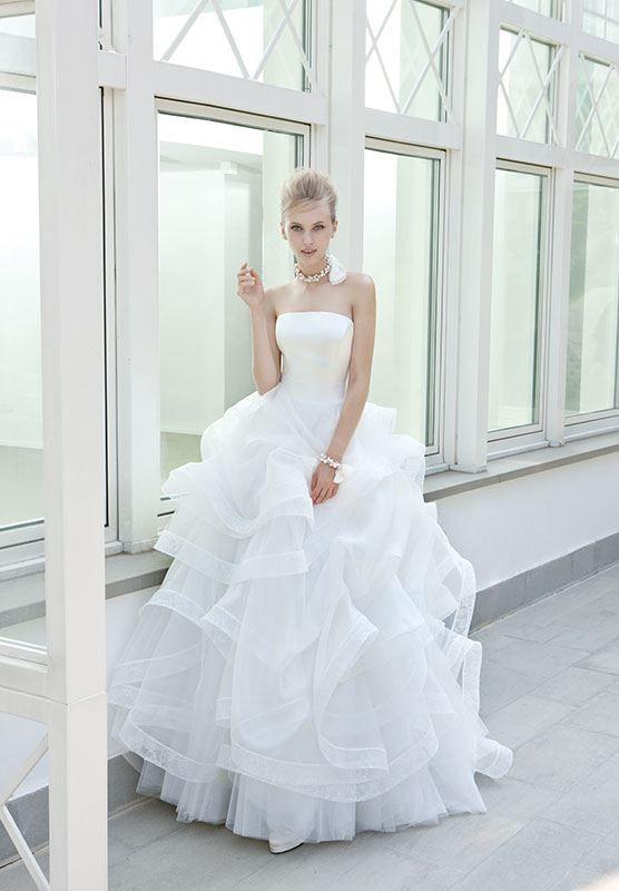 Collezione EP 2014 - Elisabetta Polignano: abito da sposa bianco con ampia gonna con balze #wedding #weddingdress #weddinggown #abitodasposa