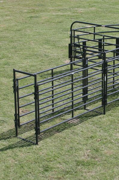 This durable, powder-coated alley frame is designed for use with Priefert Rough Stock Panels to maintain alley strength and consistent width.