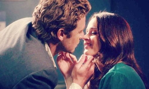 """Jane & Lisbon - """"Blue Bird"""", The Mentalist their hands are a heart omg doN'T TOUCH ME"""