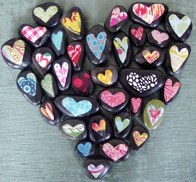 paint black rocks in these pretty colors.  Love how she arranged them in the heart shape and go to her blog to see another in a wooden bowl.