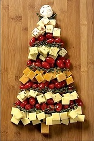 I actually have an Xmas tree cutting board and this was really cute.  I used parsley throughout which I think looked better than whatever was used here, (basil?).  Next year, I think I will make a base of parsley and then put the cherry or grape tomatos around like ornaments, rather than garlands.