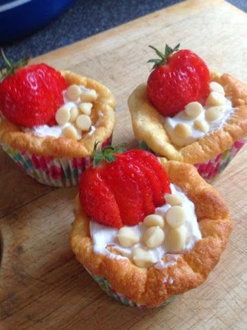 Vicki-Kitchen: Strawberry and white chocolate cupcakes (slimming world friendly)