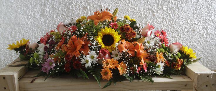 Solo para Bogotá: Compre ahora esta súper oferta Arreglo floral Centro de Mesa Lirios Girasoles Margaritas Rosas Tropical $110.000 (no incluye costo por servicio a domicilio) Pedidos al whatsapp:3044407595 Foto: Alexander Torres www.22gradosfotografia.com