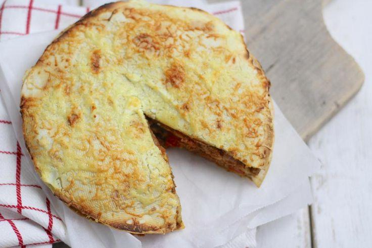 Op zoek naar een lekker recept met wraps? Maak dan eens deze wraptaart met gehakt, cherrytomaatjes en ui. Super lekker en heel erg simpel!