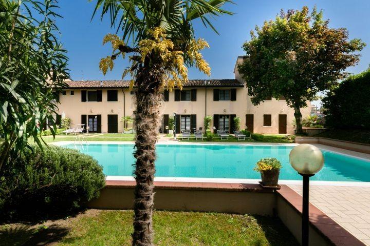Ferienhaus Casa Vecchio Mulino Mit Privaten Garten Und Pool Casa Vecchio Mulino 2 In Peschiera Del Garda Ferienhaus Italien Urlaub Mit Hund Ferienhaus Italien