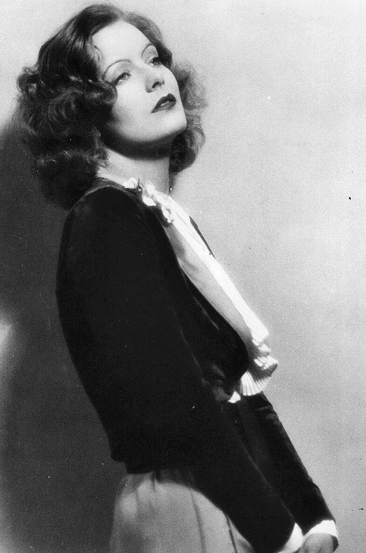 Greta Garbo.                                                                                                                                                      Más
