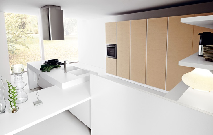 #Ariel gioca con i volumi grazie ai diversi spessori dei top. Elegante l'unione del frassino bianco e del frassino capuccino. Ariel plays with volumes thanks to the different thicknesses of the tops. The combination of white and cappuccino ash is really elegant. #Cesar #Cucine #Kitchens