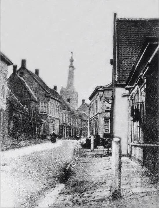 047 oudste foto van de heuvelstraat uit 1880 gemaakt op de plek waar nu de v d is richting - Lay outs oud huis ...