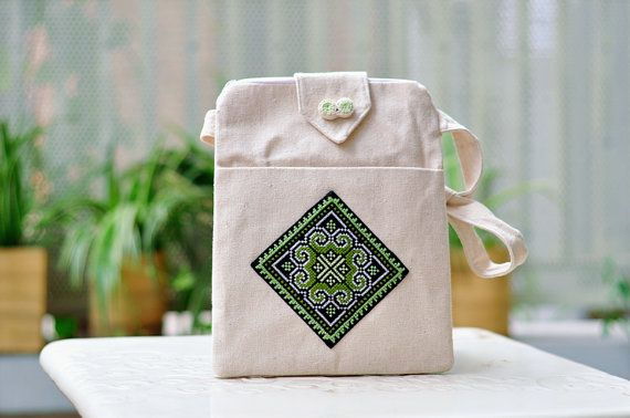 Hand woven 100% Cotton I-Pad Cross Shoulder Bag with Hmong ethnic hand stiched embroidery. Made in the mountainous region Mai Chau in the North of Vietnam by a group of disadvantaged women belonging to the ethnic minority of Thai and Hmong.