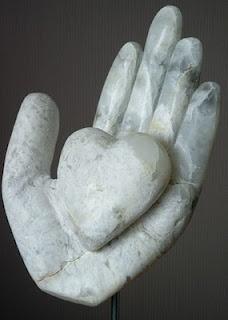 Hand met hart - zeepsteen