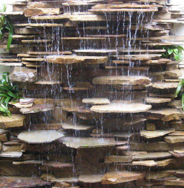 Wonderful Small Garden Fountain!  http://smallgardenideasonline.com/ Speels effect water; verticaal object met horizontale belijning