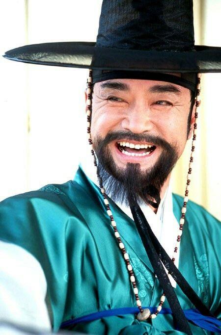 《여인천하》(女人天下)는 월탄박종화의 역사소설 《여인천하》를 원작으로 삼아서울방송에서 방영한드라마.  150부작으로  2001~2002년방영. 윤원형의 첩 정난정을 중심으로한권력암투를 그린 역사 드라마  Ladies of the Palace (Hangul:여인천하) is a 2001 South Korean historical television series starringJeon In-hwaandKang Soo-yeon.  It aired onKBS2 for 150 episodes. Chung Nanjeong was aKorean politician and philosopher. She was a concubine and became the 2nd wife ofYun Won-hyung,Prime ministerand 13th KingMyeongjong's uncle.  윤원형  이덕화