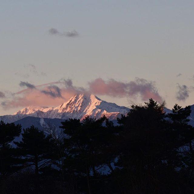 【y.mits】さんのInstagramをピンしています。 《北岳 #photo#nature#nikon#nikond5500#写真好きな人と繋がりたい#写真撮ってる人と繋がりたい#japan#Lovers_Nippon#森#forest#風景#風景写真#写真#美しい日本の風景#igersjp#ptk_japan#東京カメラ部#team_jp_#ptk_japan#tokyocameraclub#lovers_amazing_group#mountain#mountains#alps#北岳#山#南アルプス#sunrise#sunrise_sunsets_aroundworld#朝焼け》