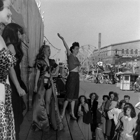 Gypsy Rose Lee : Burlesque Legend