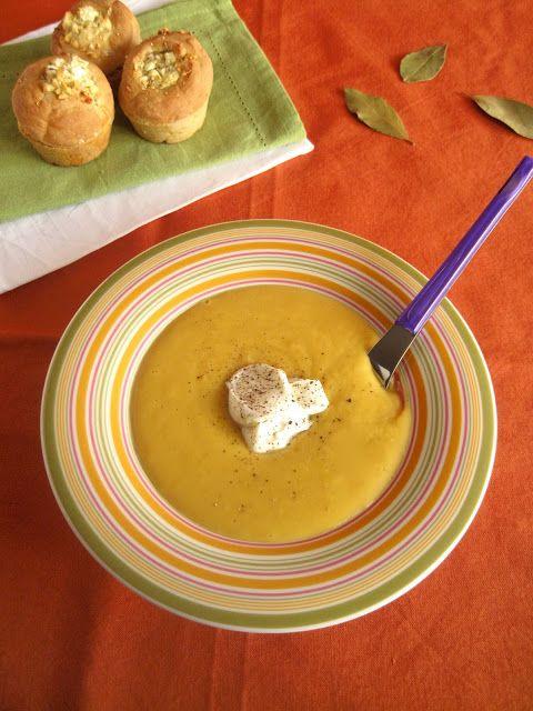 Φάβα βελουτέ με καρότα και αφράτα ψωμάκια με τυρί φέτα   The one with all the tastes