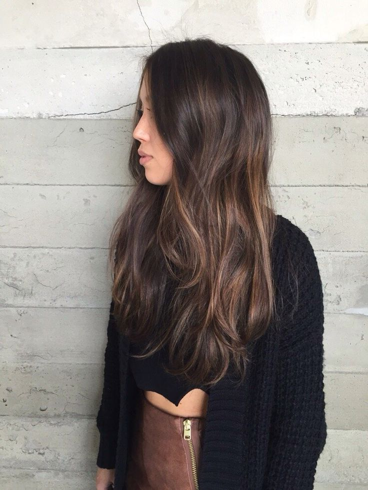 Natural brown balayage                                                                                                                                                     Más