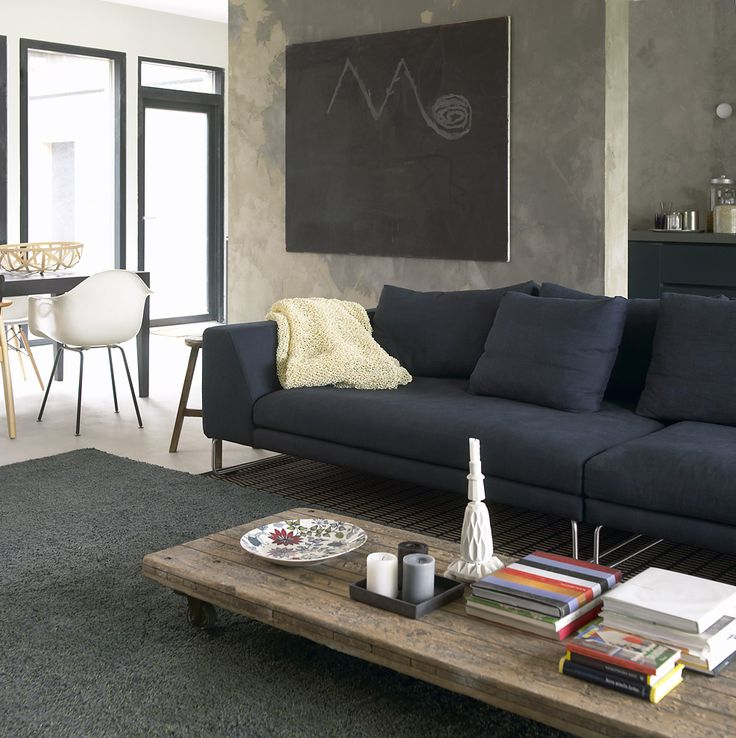 Woodnotes Sammal wool linen tufted carpet col. olive grey together with New York paper yarn carpet. You often see a tufted carpet placed in the most important area of the home, providing a background for the rest of the furnishing. Natural fibres. Softness. Natural colours. Living room.