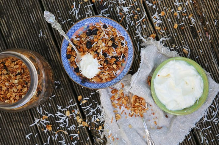 petite kitchen: HOMEMADE COCONUT YOGHURT