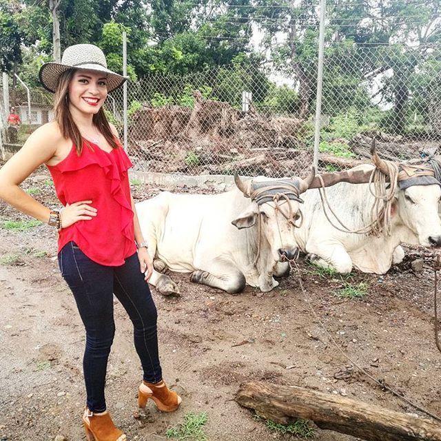 """""""""""A la espera y llegada del San Juan desde la Playa del Agallito con mis Amigos los Toros.'""""🎊🎉🎊🎉 ____________________________________________.  #AyJuan #AyJuan #LlegoSanJuan #VivaSanJuan #FiestasPatronales #Chitre #Herrera."""