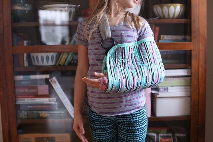 DIY Sling - Noodlehead, sewing for the injured. A DIY quilted sling using the fabric collection Geometric Bliss by Jeni Baker.