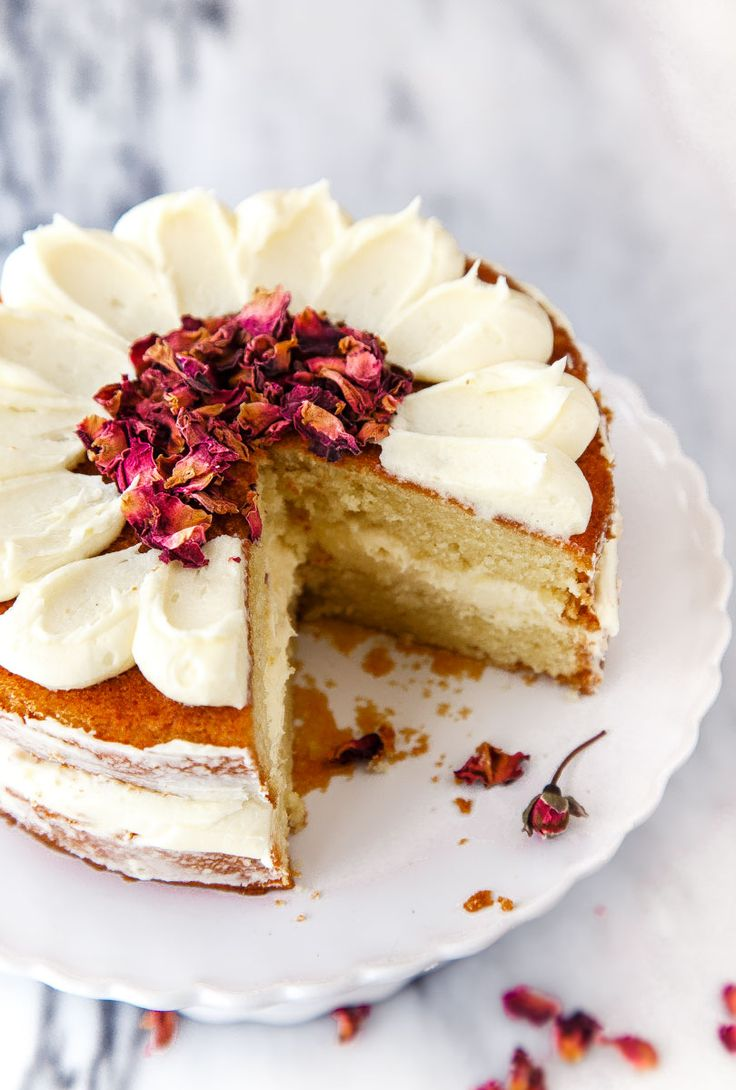 Best White Chocolate Raspberry Wedding Cake With Whipped Cream Filling