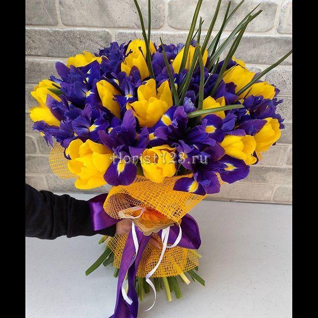 Букет из тюльпанов и ирисов #цветы #тюльпаны #ирисы #доставкацветов #букет…